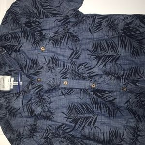 Men's button down casual slim fit Hawaiian pattern